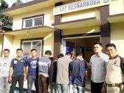 empat tersangak pengedar narkoba yang ditangkap petugas Satuan Reserse Narkoba Polres Tanggamus