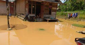 Banjir di Desa Pulau Pahawang (Foto_ Isnen Hayani)