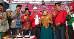 Mama Dedeh bersama Herman HN di sela-sela kampanye Herman HN di Lampung Utara