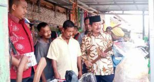 Herman HN blusukan di Pasar Hanura, Kabupaten Pesawaran,Senin pagi (16/4/2018).