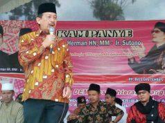 Herman HN kampanye di Lapangan Bandar Agung, Sribawono, Lampung Timur,Kamis (5/4/2018).