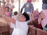 Ahnad Jajuli berswafoto bersama peserta sosialisasi KJ4 di Tanjungbintang.