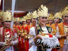 Para penari Sigeh Penguten (Foto: Yopi Pangkey)