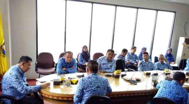 rapat tentang evaluasi PAD Ttriwulan pertama tahun anggaran 2018 di ruang rapat Walikota Bandarlampung, Senin (17/4/2018).
