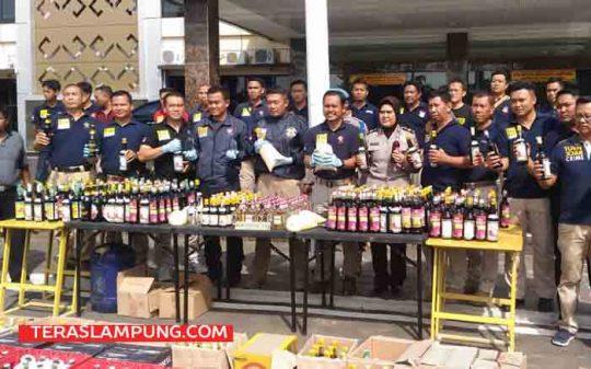 Ekspos hasil razia miras Polres Bandarlampung, Minggu (15/4/2018)