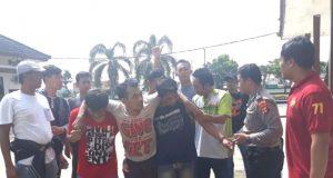 Lima spesialis pembobol gerai ponsel lintas provinsi yang diamankan tim Tekab 308 Polres Lampung Timur. Salah satu pelaku, dihadiahi timah panas karena berusaha melawan dan kabur saat akan ditangkap.