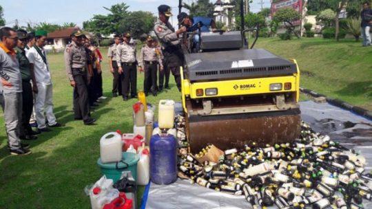 Polres se-Lampung Musnahkan Belasan Ribu Botol Miras