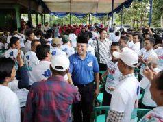 Ridho Ficardo bertemu dengan warga Desa Sinar Laut, Kelurahan Wayurang, Kemacamatan Kalianda, Lampung Selatan,Rabu (18/4/2018).