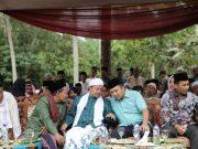 Ridho Ficardo pada dalam acara pengajian akbar di Pondok Pesantren (Ponpes) Al Hidayat, Batu Lungguh, Rabu (25/4).