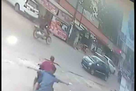 Aksi komplotan Wahyu terekam CCTV dan sempat viral di media sosial (Foto: do/Ist)