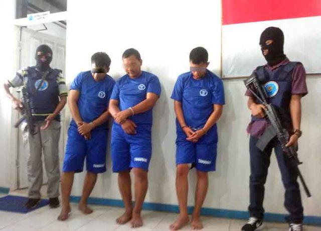 Tiga pengedar narkoba yang diringkus BNNP Lampung. Satu lainnya ditembak hingga tewas.