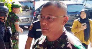 Komandan Korem 043/Gatam, Kolonel Kav Erwin Djatniko saat melakukan pengamanan bersama Polda Lampung di Gereja Manturia di Jalan Imam Bonjol, Tanjungkarang Barat, Minggu 20 Mei 2018.