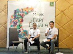 Hiro Whardana, Public Affairs Senior Advisor Go-Jek (kanan) menjelaskan program GoJek selama Ramadhan 1439 H.