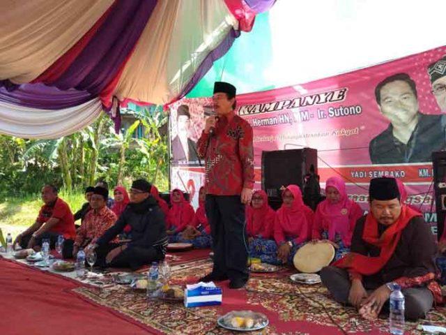 Herman HN berkampanye di Kebun Tebu, Lampung Barat, Rabu (2/5/2018).