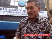 Kepala Lapas kelas II A Kalianda, Lampung Selatan (non aktif), Muchklis Adjie saat datang penuhi panggilan penyidik BNNP Lampung untuk dilakukan pemeriksaan beberapa hari lalu.