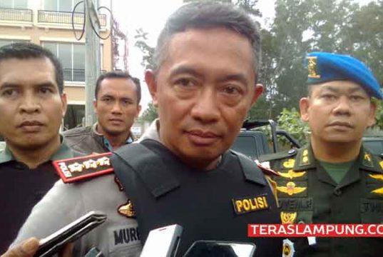 Kapolresta Bandarlampung, Kombes Pol Murbani Budi Pitono saat memberikan keterangan terkait benda mencurigakan yang ditemukan di Mall Transmart Lampung