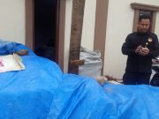 Ketua Panwaslu Lampung Utara, Zainal Bahtiar di gudang milik Ruslan Effendi yang diduga dijadikan tempat penyimpanan logistik kampanye paslongub Arinal - Nunik