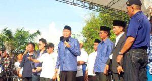 Calon Bupati Lampung Utara yang juga bupati non aktif, Agung Ilmu Mangkunegara saat berorasi di depan pendukung dan simpatisannya