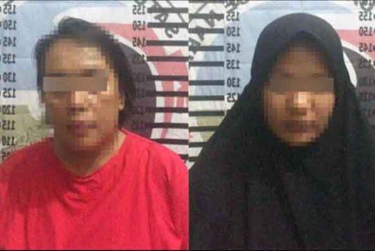 Dua tersangka wanita kurir dan pengedar sabu berinisial SE (40) dan oknum PNS berinisial RA (30) yang diamankan Petugas Satuan Reserse Narkoba Polres Tulangbawang.
