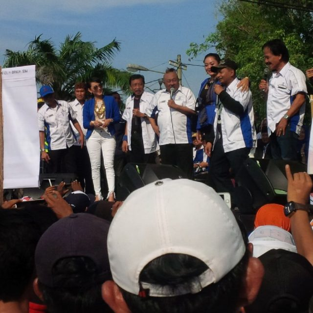 Suasana kampanye rapat umum pasangan calon Bupati dan Wakil Bupati Lampung Utara, Agung Ilmu Mangkunegara - Budi Utomo
