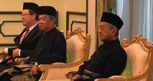 Mahathir Mohammad berada di ruang Istana Negara Malaysia untuk dilantik sebagai Perdana Menteri Maaysia, malam ini pukul 21.30 waktu setempat. (Foto: Bernama)