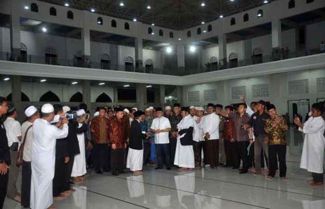 Peresmian Masjid An-Nubuwwah di Pondok Pesantren (Ponpes) Al-Fatah, Dusun Muhajirun, Desa Negara Ratu, Kecamatan Natar, Lampung Selatan, Jumat (4/5/2018) malam.