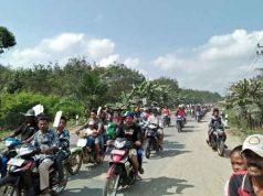 Aksi peringatan Hari Buruh 1 Mei 2018 di jalan lintas Sumatera wilayah Kabupaten Mesuji, Selasa (1/5/2018_.