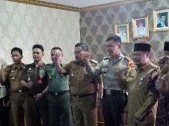 Plt.Bupati Lampung Utara, Sri Widodo bersama unsur Forkopimda dan FKUB melakukan deklarasi pencegahan dini aksi terorisme.