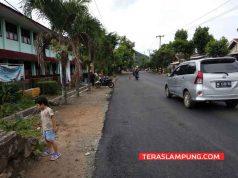 Kondisi Jalan Perintis Kemerdekaan depan SDN 1 Tanjung Gading, Bandarlampung saat ini (21/5/2018). Memang makin lebar dan mulus,tetapi warga di sekitar jalan ini waswas karena tidak ada pedestrian jalan.