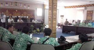 Suasana pertemuan para kepala desa dengan pejabat Pemkab Lampung Utara terkait kapan akan dapat dibayarkannya ADD tahun 2017 dan 2018