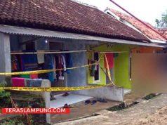 Rumah kontrakan di Jalan Asikin, Dusun Margorejo II, Desa Kurungan Nyawa yang digrebek polisi sudah dipasangi garis polisi,Jumat (18/5/2018).