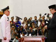 Menteri Dalam Negeri Tjahjo Kumolo melantik Komjen Iriawan sebagai Penjabat Gubernur Jawa Barat, di Bandung, Senin (18/6/2018).