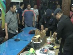 Sejumlah alat bukti material bom yang diamankan Densus 88 Antiteror dari tangan 3 terduga teroris di Unri (Foto: riauonline.co.id)