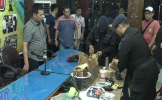 Tiga Terduga Teroris di Universitas Riau akan Ledakkan Gedung DPRD Riau dan DPR RI