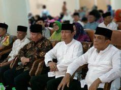 Pjs Gubernur Lampung Didik Suprayitno (kedua dari kanan) dalam acara Safari Ramadhan di Masjid Al Furqon Bandarlampung.