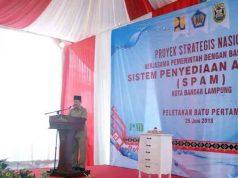 Walikota Bandarlampung Herman HN memberi sambutan di acara peletakan batu pertama proyek strategis nasional kerjasama pemerintah dengan badan usaha Sistem Penyediaan Air Minum (SPAM) di Rajabasa, Bandarlampung, Senin (25/6/2018).