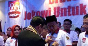 Pemasangan pin Bravo 5 oleh Ketua Umum Jenderal TNI (Pur) Fachrul Rozi.