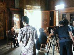 Suasana syuting film dokumenter Tapak Lampung di Rumah Ukir Lampung, Bandar Lampung, Januari 2018 lalu.
