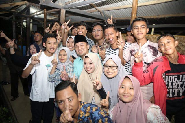 Ridho bersama warga Kalirejo, Lampung Tengah.