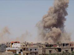 Pesawat militer di kota Dera Suriah barat daya telah melakukan serangan yang menghancurkan rumah sakit. ( Ammar Al Ali - Anadolu Agency )