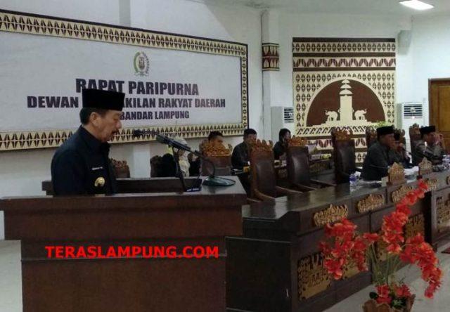 Walikota Bandarlampung Herman HN menyampaikan KUA dan PPAS perubahan APBD TA.2018 di ruang sidang DPRD, Jumat (31/8/2018).