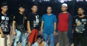 DA (23), warga Kampung Gunung Tapa, Kecamatan Gedung Meneng saat diamankan tim gabungan Unit Reskrim Polsek Dente Teladas dan Tekab 308 Polres Tulangbawang. (Foto: Humas Polres Tulangbawang)