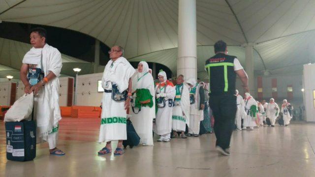 Kedatangan kloter terakhir dari Indonesia di Bandara King Abdulaziz Jeddah, Kamis (16/08) dini hari. (foto: Media Center Haji Kemenag)