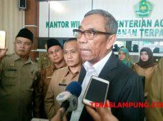 Sekjen Kemenag, Nur Syamsi, menjawab pertanyaan wartawan terkait perbedaan penetapan waktu Shalah Idul Adha 1439 H, di Kantor Kemenag Lampung, Selasa (21/8/2018)