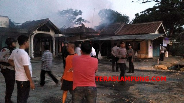 Suasana di lokasi kejadian, pascabentrok antarwarga Kampung Bumiratu Nuban, Kecamatan Bumi Nuban, Lampung Tengah, Senin petang (03/09/2018) sekira pukul 17.00 WIB.