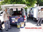Operasi pasar Bulog Divre Lampung melakukan operasi pasar di lapangan parkir Pemkot Bandarlampung.