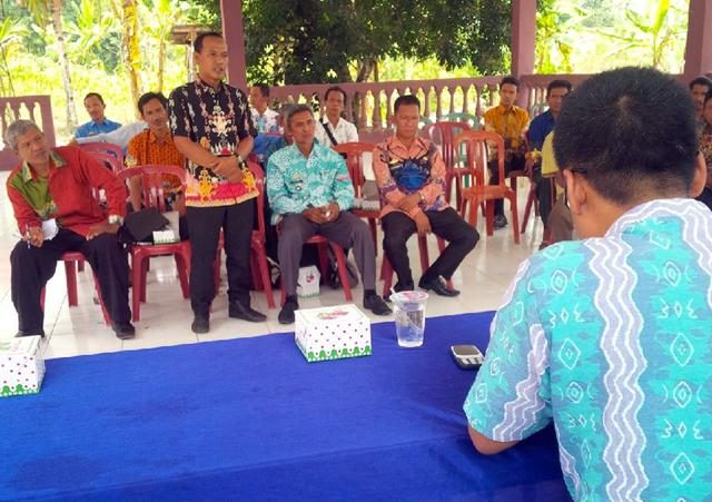 Kepala Dinas Gunung Gijul, Feri Ferdiyanto meminta pendapat terkait permasalahan hukum yang kerap mereka alami dilapangan