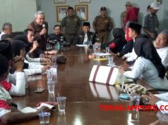Pertemuan antara perwakilan tenaga honorer dengan angota DPRD Lampura terkait masalah penerimaan CPNS 2018,di Kantor DPRD Lampung Utara, Selasa (25/9/2018).