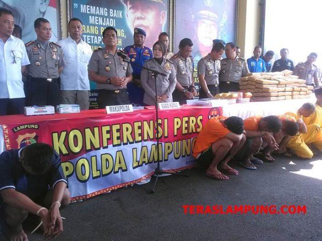 Waka Polda Lampung, Brigjen Pol Angesta Romano Yoyol saat pres reles hasil ungkap tiga kasus menonjol di Mapolda Lampung