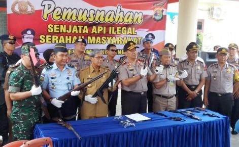 Kapolda Lampung Musnahkan 15 Pucuk Senpi Ilegal